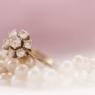 Bijuterii de aur făcute cadou în funcţie de vârsta – cum se poate celebra feminitatea în cele mai frumoase momente din viaţă?